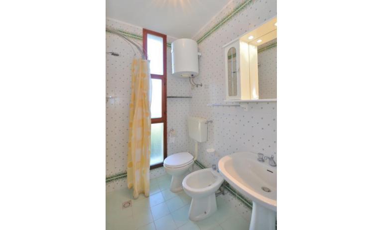 residence SPORTING: B4 - bagno con tenda (esempio)
