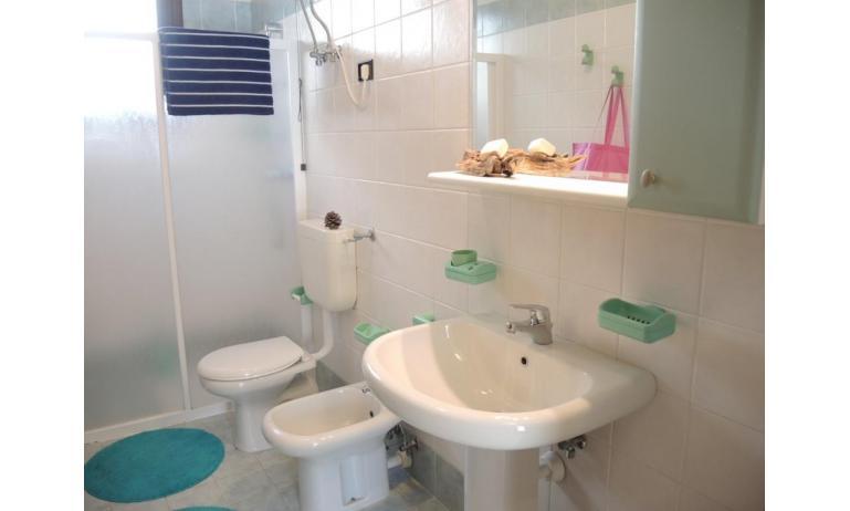 residence LIA: B5 - bagno con box doccia (esempio)